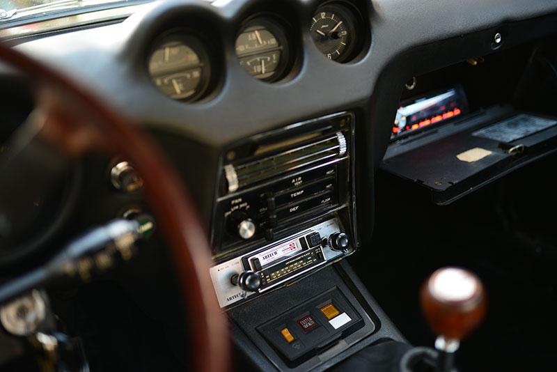 240z-radio-1.jpg
