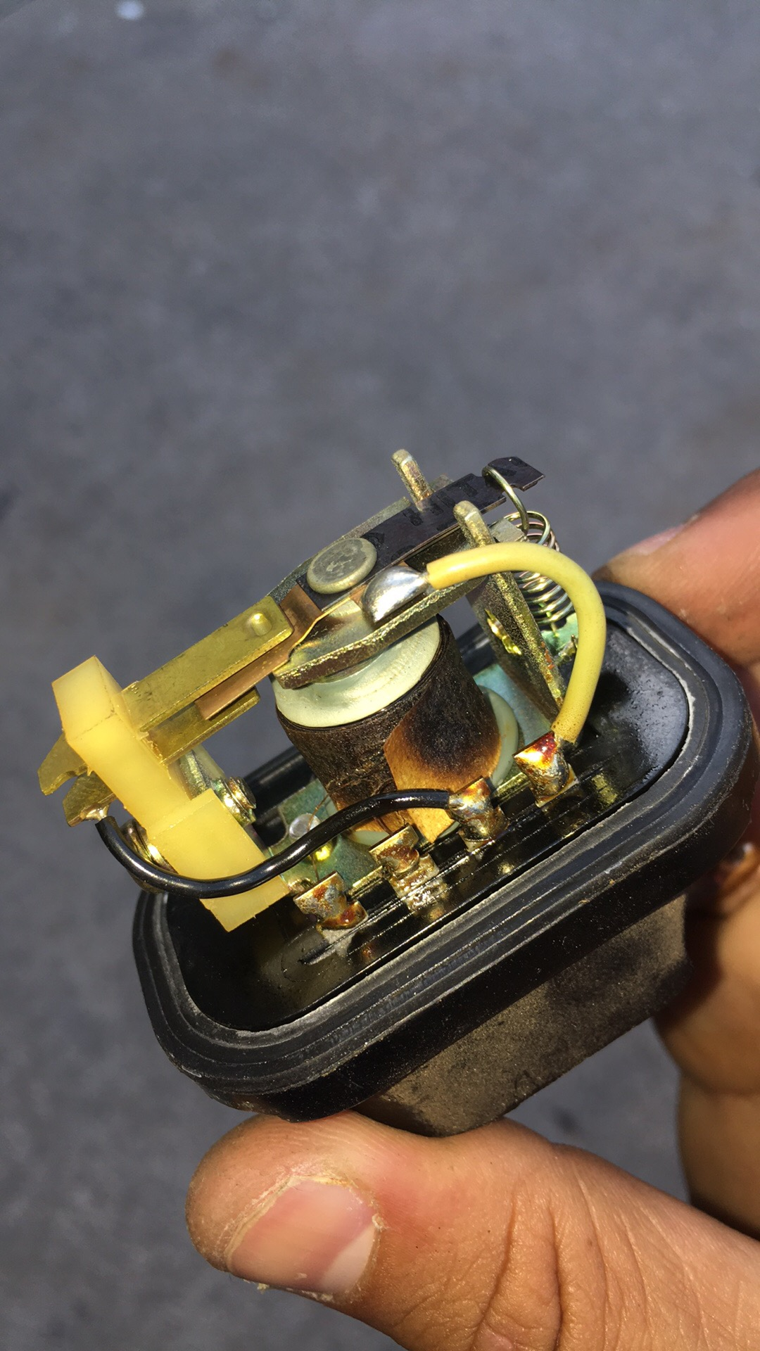 1974 260z Fuel Pump Relay Open S30 Z Discussions The Classic Datsun Also I Noticed That Previous Owner Was Messing With These Because Black W White Stripe Wires Were Spliced Together