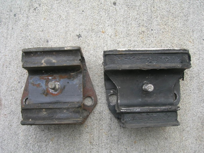 S30 Differential - Front Mount Insulators - OE - 240Z early vs late - bottom.jpg