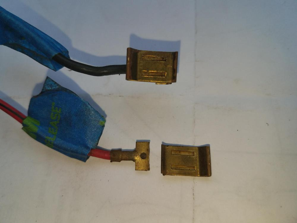 Headlight connector.jpg