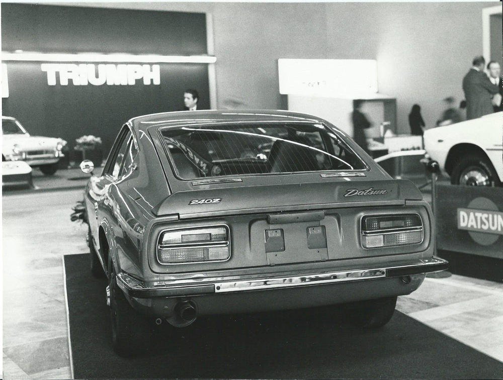 Early 240Z Motor Show Press Photo  at 'Autorama 12 Pagina 48-49' (Portugal).jpg