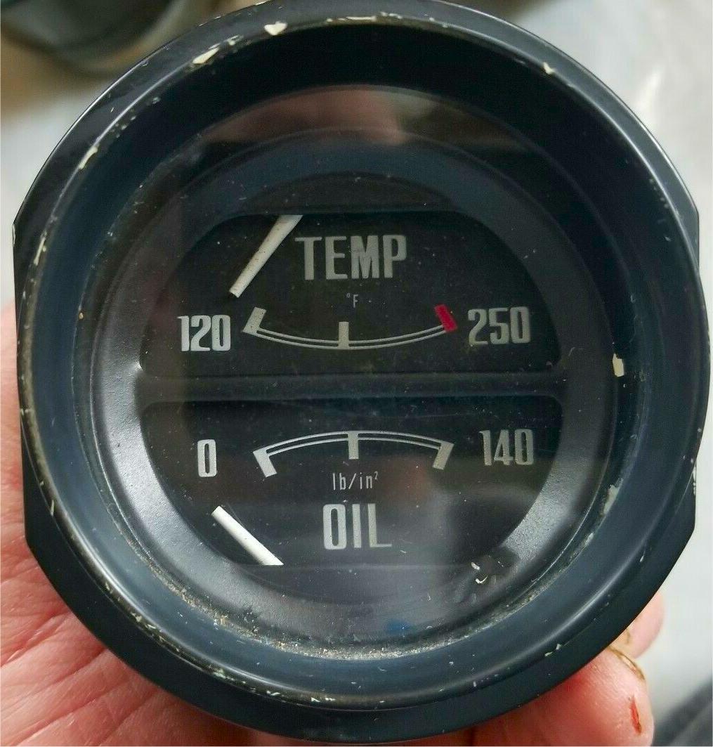 Early 140 PSI Oil Pressure Gauge